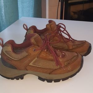 Womens wide vasque goretex vibram sole hiking shoe